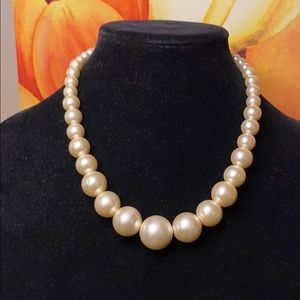 """Pearl graduated necklace 17"""""""